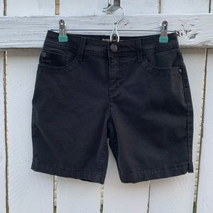Nine West Vintage America Black shorts Sz 4
